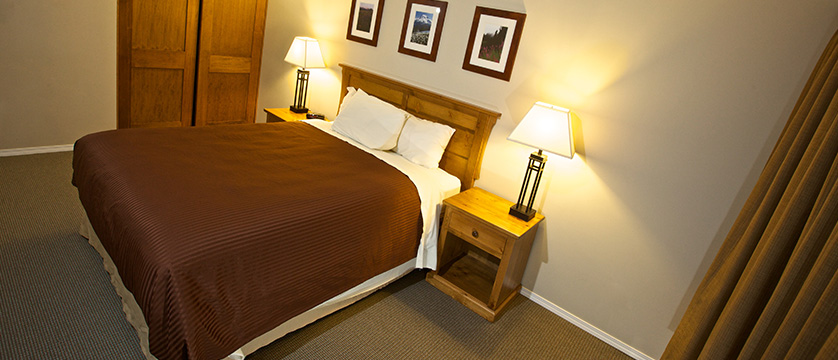 Canada_Whistler_Tantalus-Resort-Lodge_master-bedroom.jpg